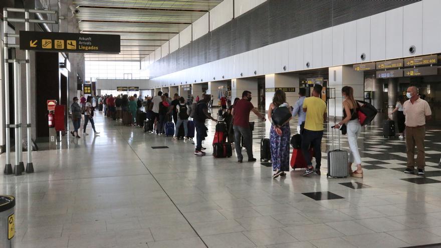 Canarias espera salvar la temporada turística de invierno si se mantiene la evolución favorable en el control de la pandemia