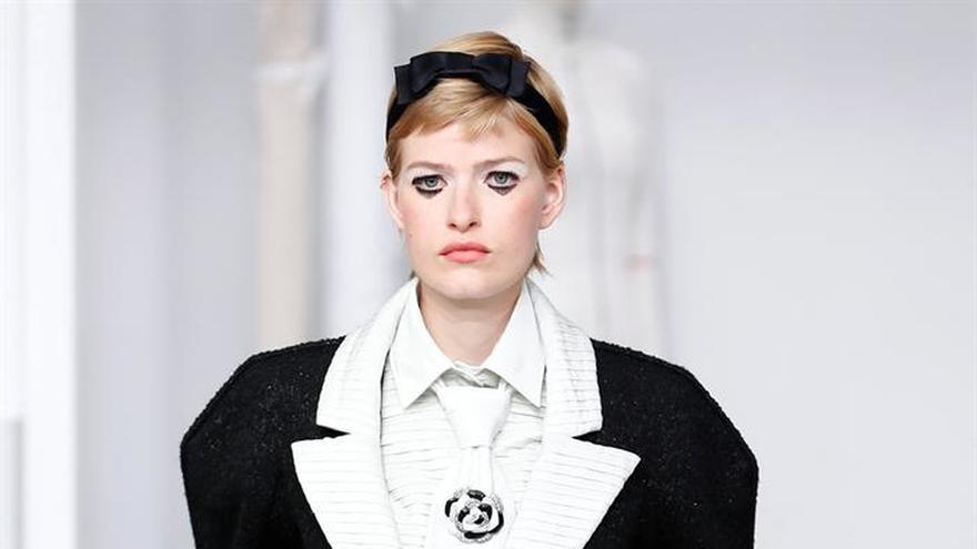 Chanel convierte sus talleres de costura en el escenario de su último desfile