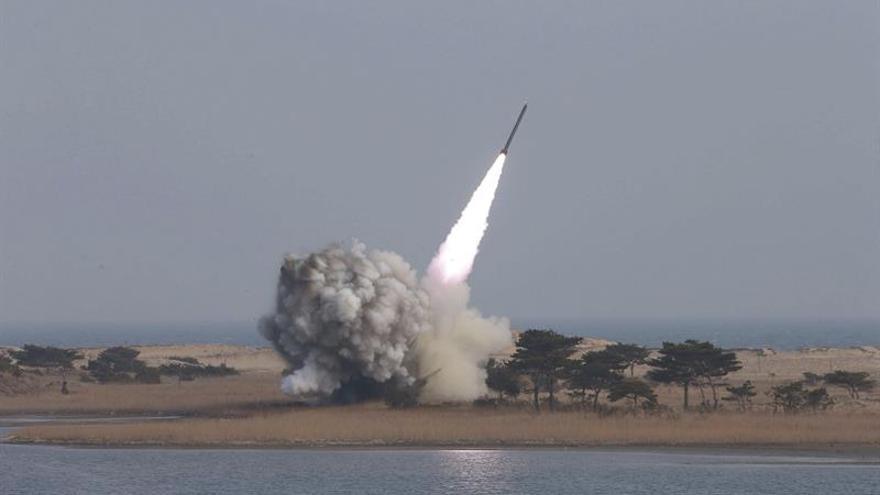 Corea del Norte realiza el lanzamiento de tres misiles balísticos, según Seúl