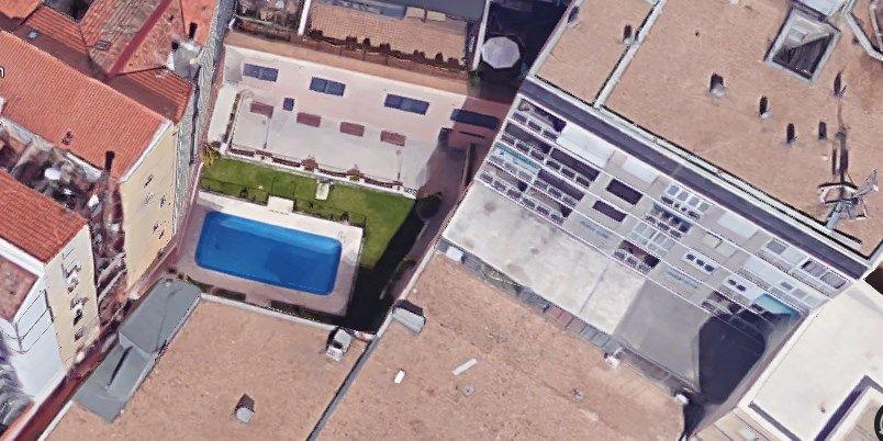 Las piscinas de malasa a que no ver s desde el suelo for Piscina escuelas pias