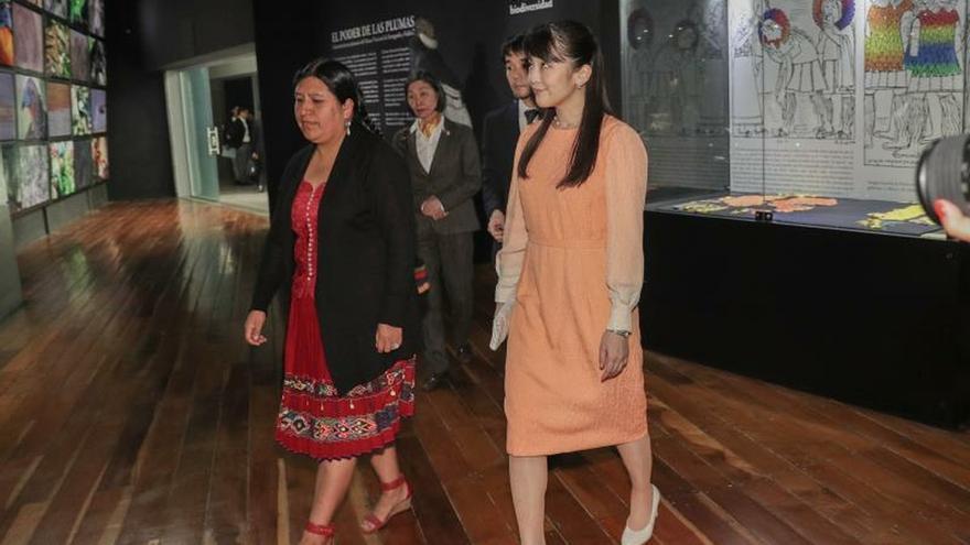 La princesa Mako se empapa de la diversidad boliviana en su visita a un museo
