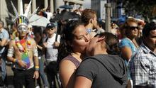 El Departamento de Justicia concederá igual protección a las parejas gay en todo EE.UU.
