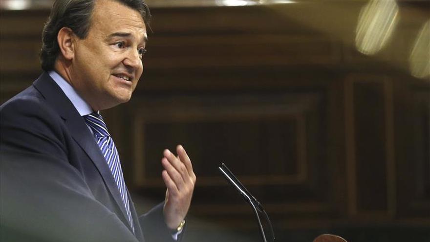 """El PP tilda de """"banda de hooligans"""" al PSOE por sus acusaciones a Rajoy"""