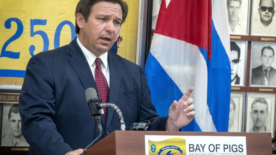 Juez acepta demanda contra el gobernador Florida por orden sobre mascarilla