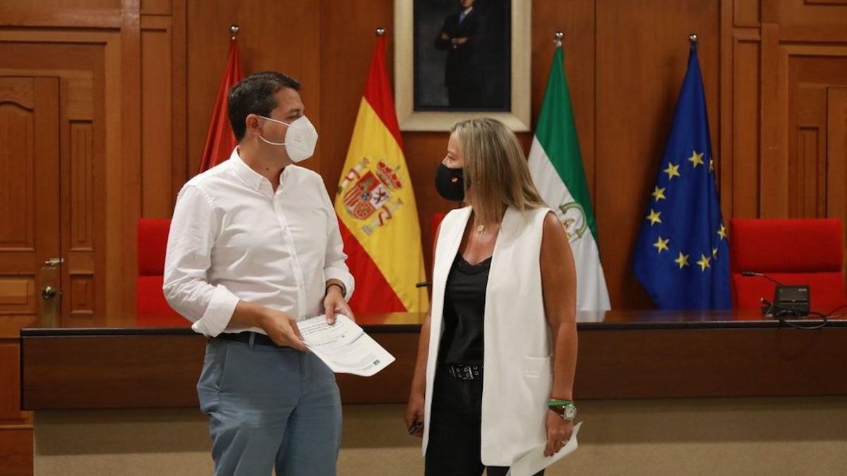 José María Bellido con Isabel Albás.