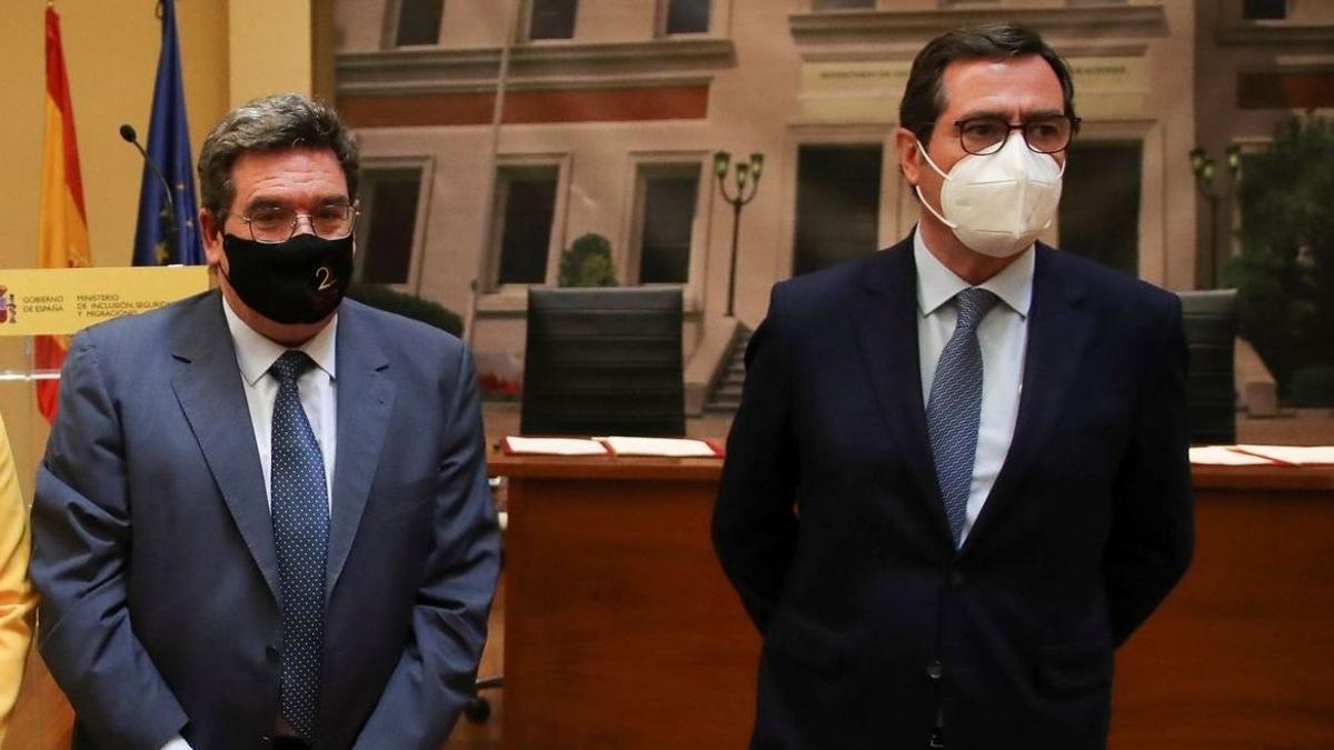 El ministro de la Seguridad Social, José Luis Escrivá, y el presidente de la patronal de empresarios CEOE, Antonio Garamendi.