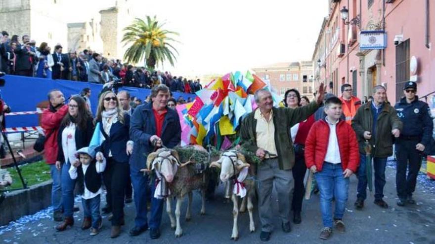 Carrito de Mondas durante el desfile del Cortejo en la localidad