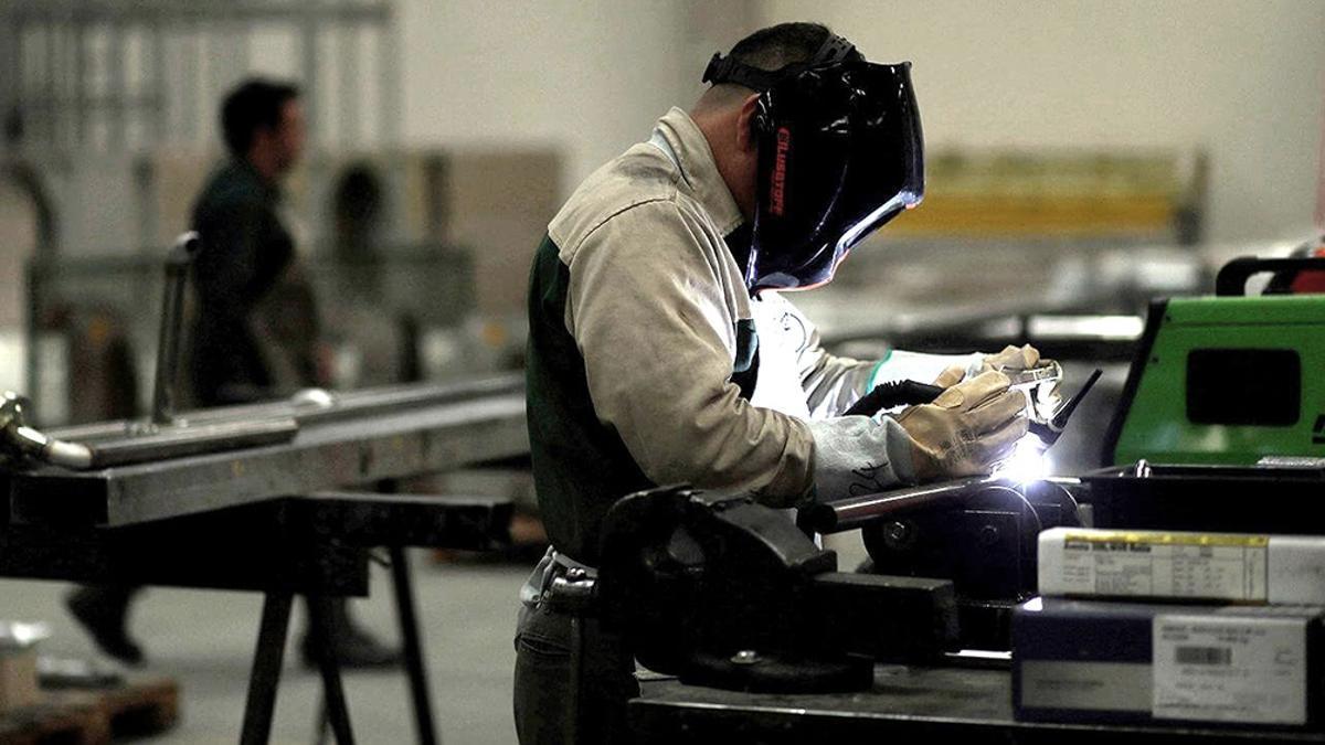 La actividad económica cayó en noviembre 3,7% interanual