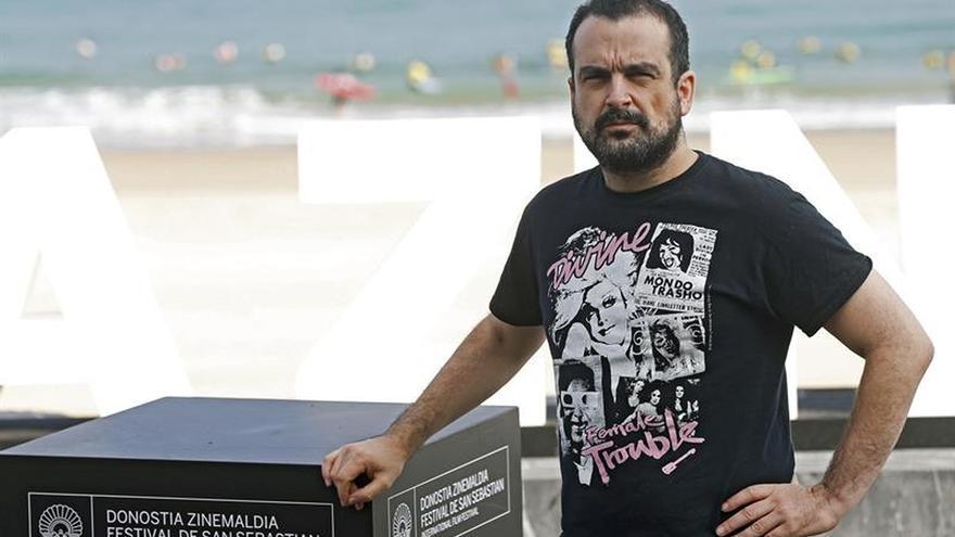 Nacho Vigalondo sorprende en Donostia con una anticomedia romántica de monstruos