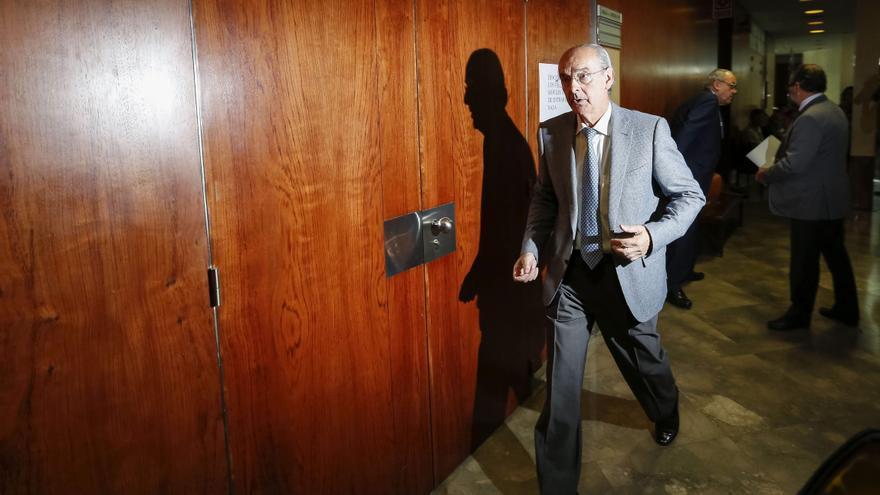 VALLADOLID, 08/07/2014.- El exjefe de mantenimiento del Ayuntamiento de Valladolid, Luis Alberto Samaniego, a su entrada para declarar como imputado por la supuesta autoría de delitos contra la administración pública ante el Juzgado de Instrucción número 4, hoy en Valladolid.