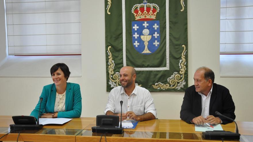 Ana Pontón (BNG), Luís Villares (En Marea) y Xoaquín Fernández Leiceaga (PSdeG), explicando su acuerdo