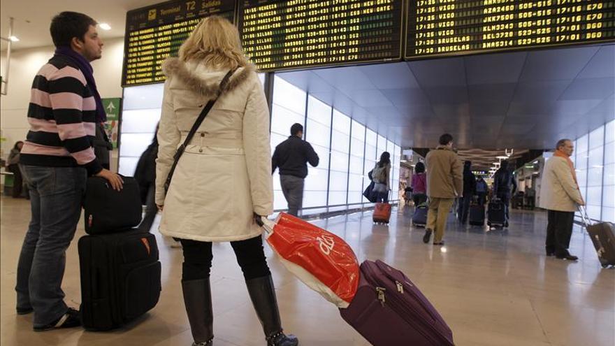 Fallece de paro cardíaco un pasajero italiano en el aeropuerto de Barajas