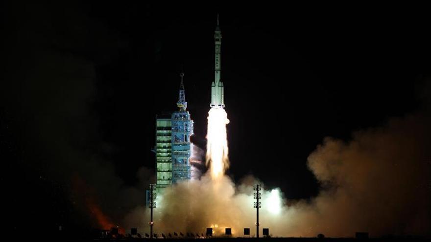 La cápsula Shenzhou-11 se acopla con el laboratorio espacial chino