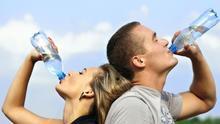 Cinco argumentos por los que beber agua para adelgazar es una aberración