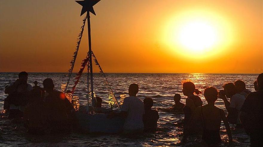 Los montevideanos abarrotan las playas en homenaje a Iemanjá, diosa del mar