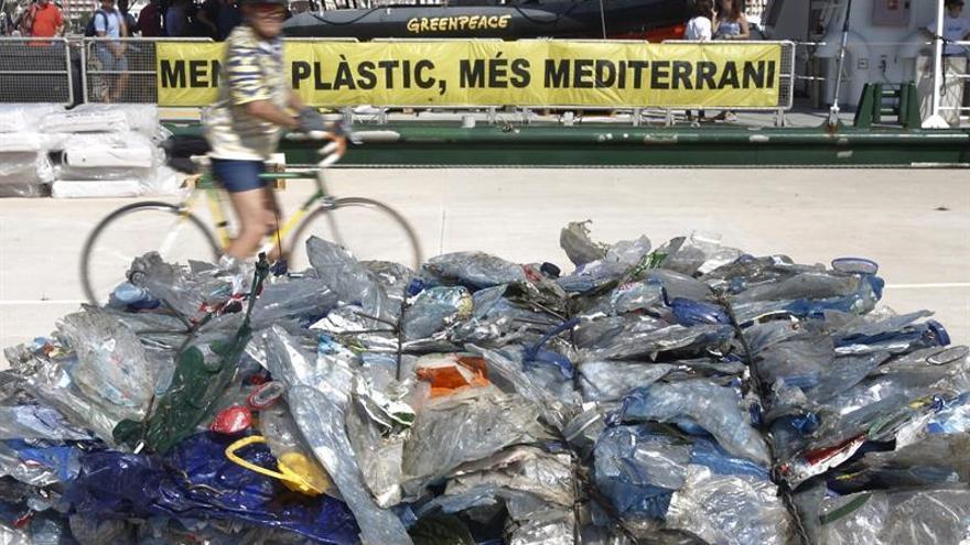 Greenpeace advierte de que hay un plástico cada 4 metros en el Mediterráneo