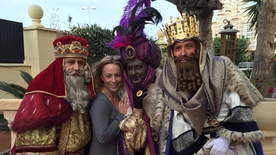 Imagen de la polémica visita de los Reyes Magos a Sonia Castedo