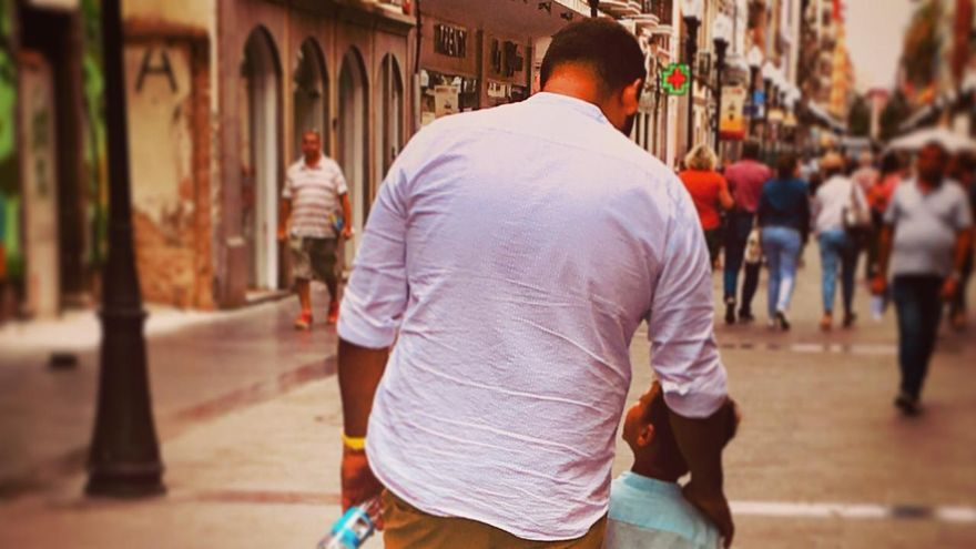 Pablo Delgado junto a su hijo.