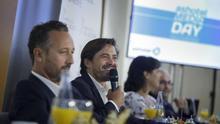 Jorge Marichal (centro), presidente de Ashotel, en el encuentro anual de este miércoles