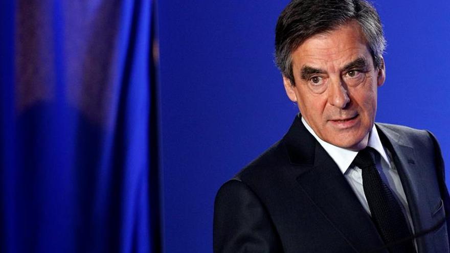 """Fillon recibió un préstamo de 50.000 euros que no declaró, según """"Le Canard"""""""