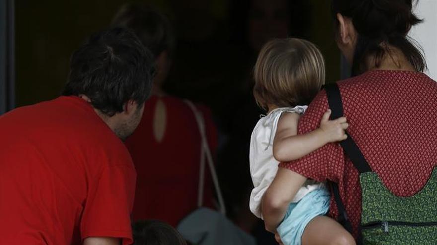 Cerca de 23.000 menores llevan el apellido materno en primer lugar