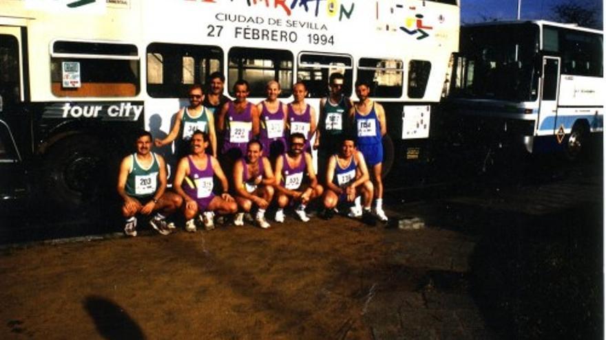 Participantes del Club Maratón Badajoz en la media maratón Sevilla-Los Palacios de 1994.