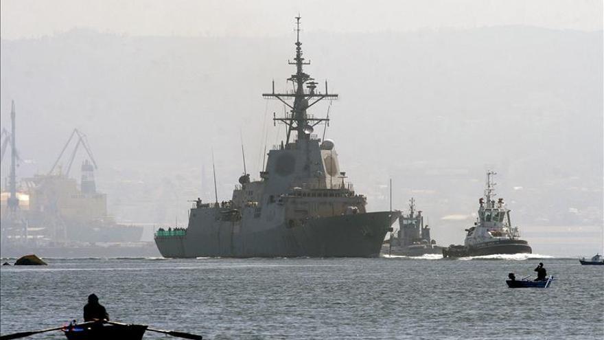 Defensa y Navantia firman la entrega definitiva de la fragata Cristóbal Colón