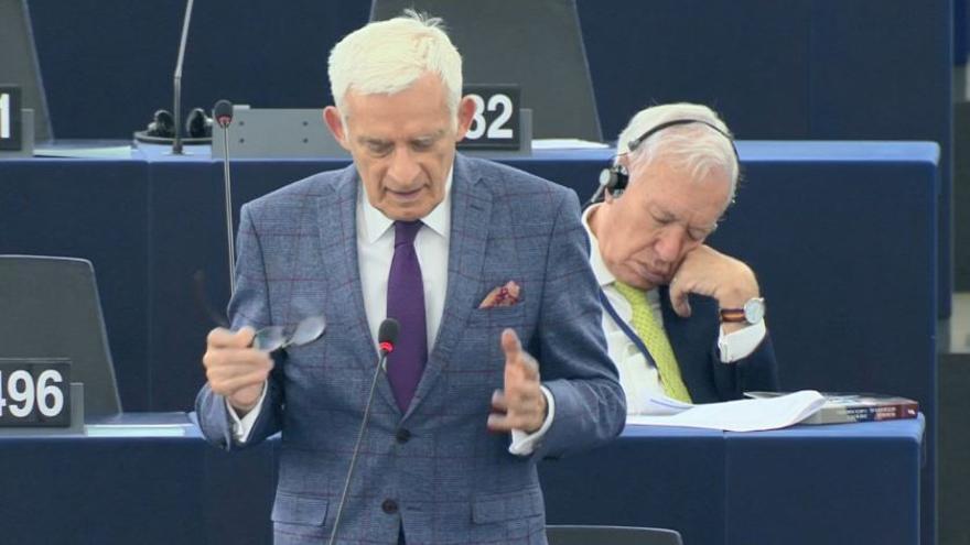 José Manuel García Margallo durmiendo en el Parlamento Europeo