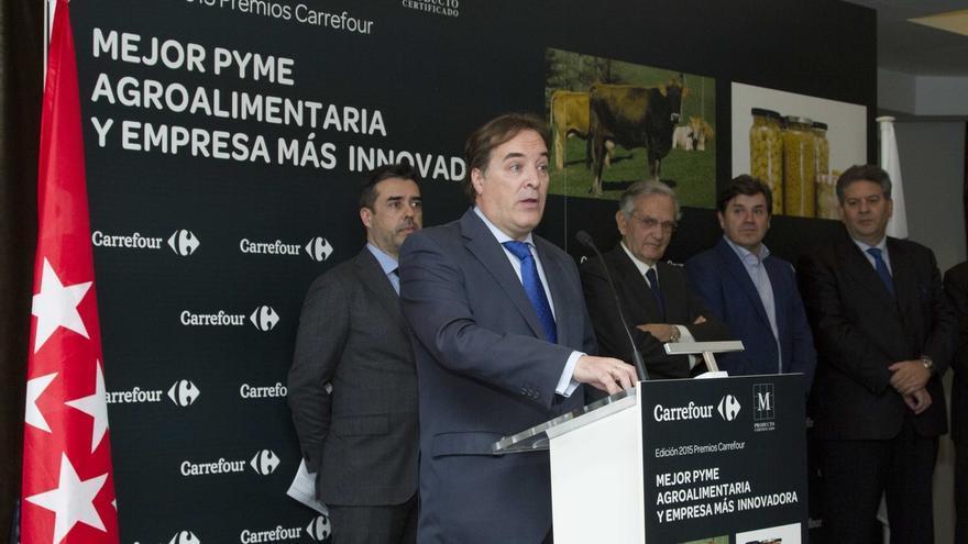 """Cifuentes defiende a González Taboada y ve """"mezquino"""" que se le quiera vincular con corrupción"""