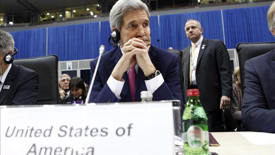 Kerry dice que con unidad política puede acabarse con el EI en meses