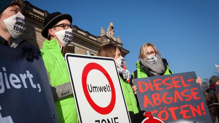 La organización Ayuda Alemana para el Medio Ambiente (DUH, por sus siglas alemanas), durante una protesta.