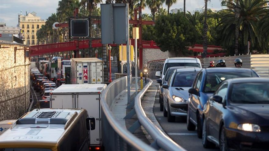 Los piquetes mantienen cortes en 33 tramos de vía en 15 carreteras catalanas