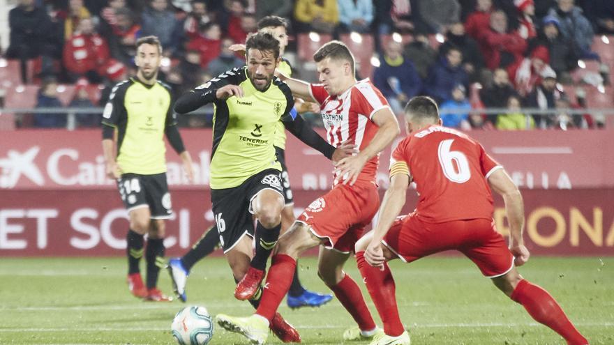 Aitor Sanz pelea por un balón en Motilivi