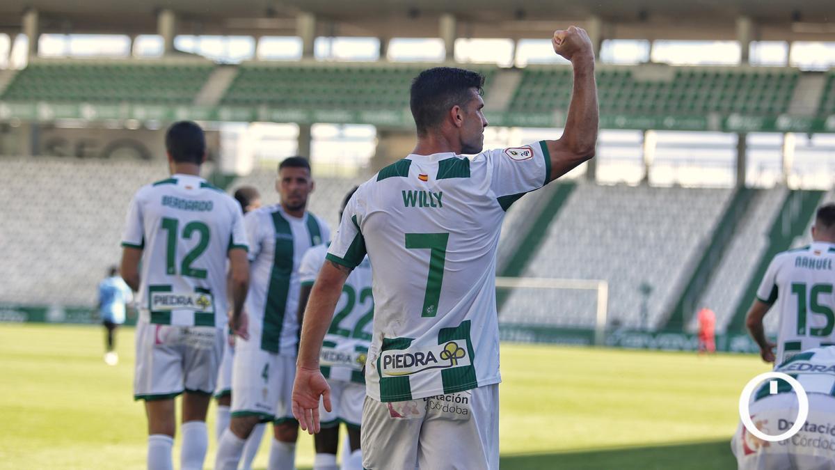 Willy celebrando un gol en El Arcángel