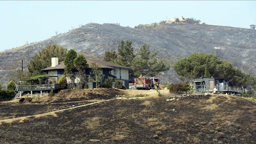 El incendio del norte de Los Ángeles está controlado en un 60 por ciento