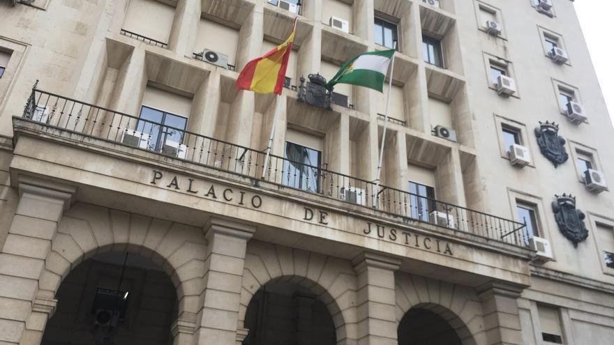 Condenado a 18 meses un funcionario local de Espartinas por apropiarse de 77.355 euros de impuestos