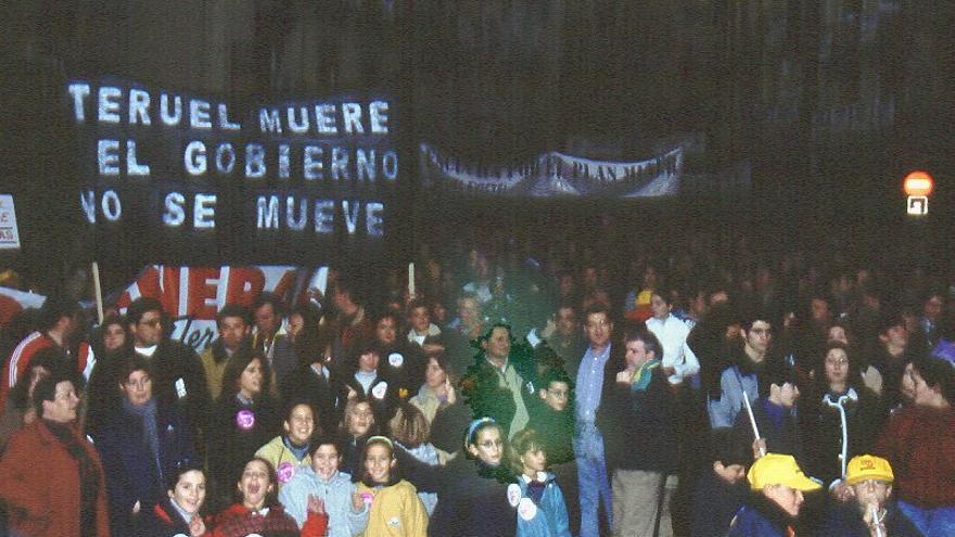 Paro general convocado por Teruel Existe el 29 de noviembre de 2000