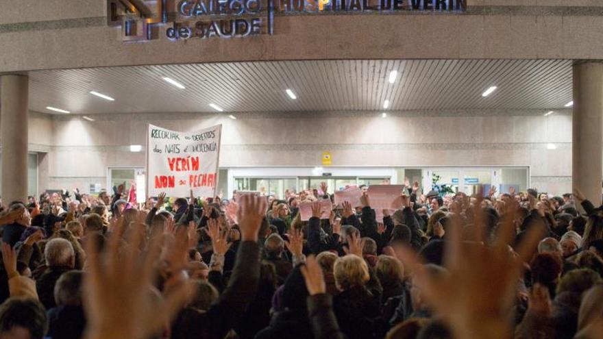 Cientos de personas protestan en Galicia por el cierre del paritorio de Verín
