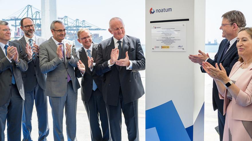 Douglas Schultz, CEO de Noatum; Chris Gray, presidente de Noatum; Ximo Puig, presidente de la Generalitat Valenciana y Ana Pastor, ministra de Fomento, en la inauguración de la ampliación de la terminal de Noatum en Valencia.
