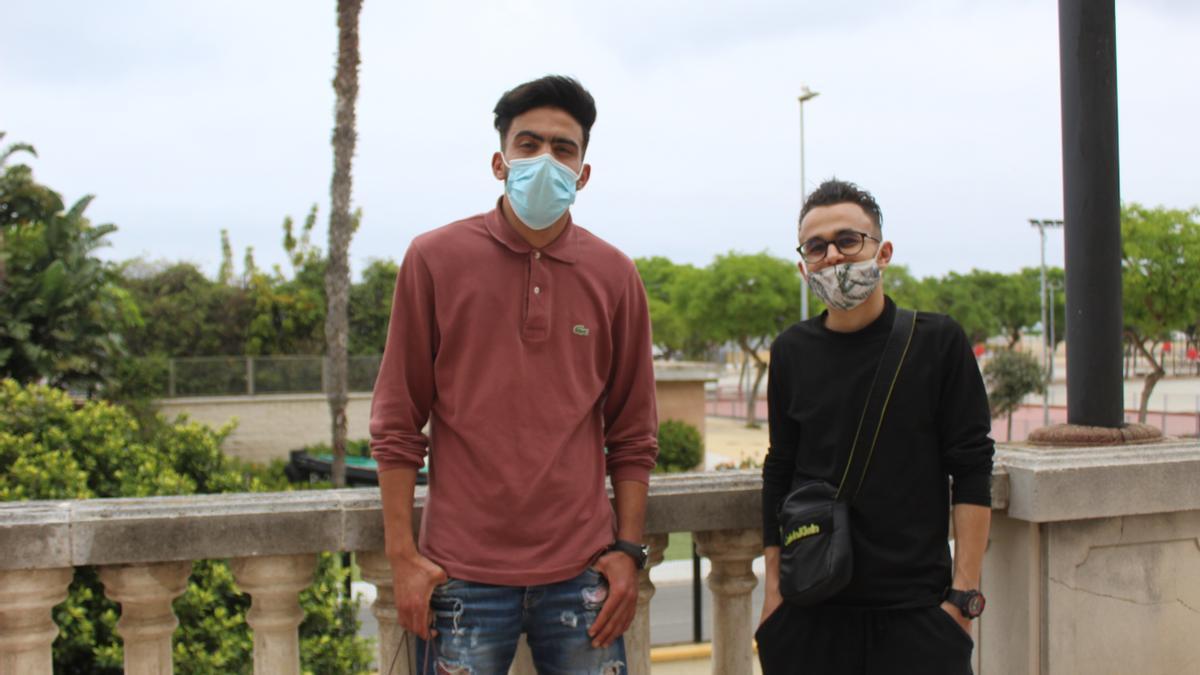 Annas y Rochdi son dos de las más de 8.000 personas que han llegado a Ceuta.
