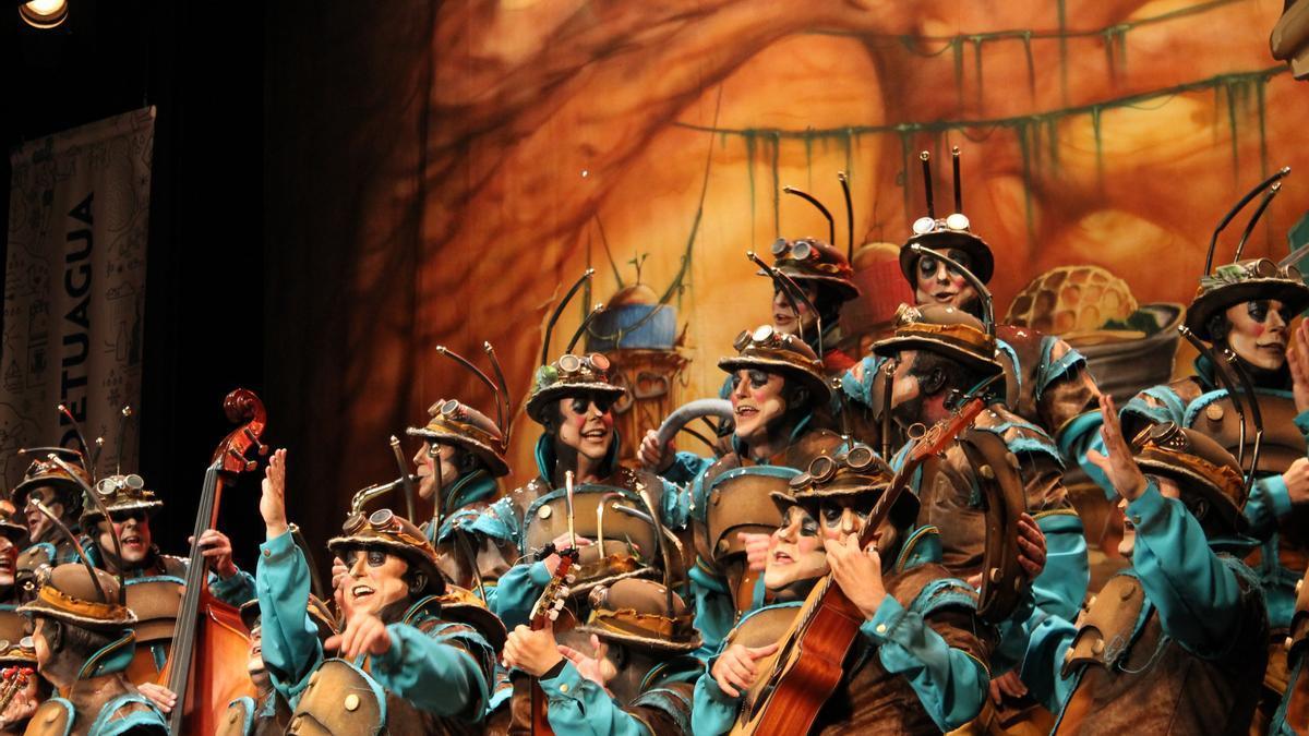 El coro La Colonial durante su actuación en el Gran Teatro Falla en 2020