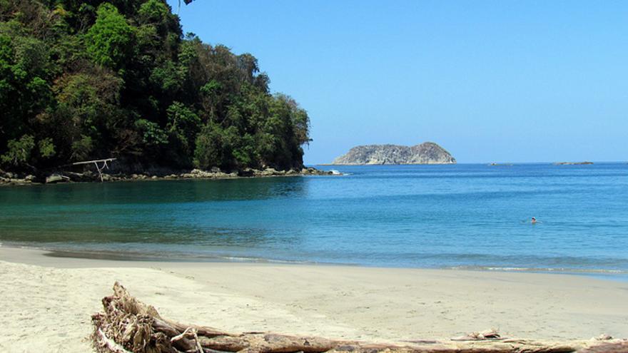 Playa en el Parque Nacional de Manuel Antonio. David Berkowitz