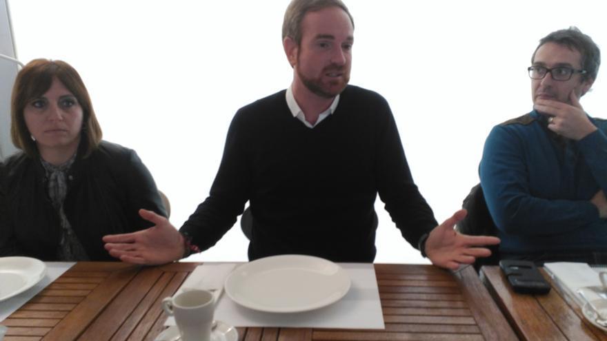 El diputado nacional del PP y exalcalde de Vall d'Uixó, Óscar Clavell, en su comparecencia ante los medios en Castellón.