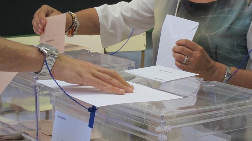 La participación se sitúa en el 56,21% en Cantabria, seis puntos por debajo del 20D
