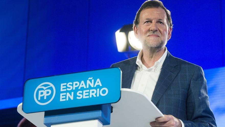"""Rajoy pedirá a los Reyes Magos otro par de gafas: """"Si me vuelven a pegar no tendría"""""""
