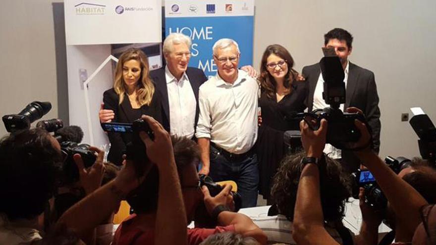 Alejandra Silva, Richard Gere, Joan Ribó, Mónica Oltra y José Manuel Caballol en la presentación del programa 'Housing first'