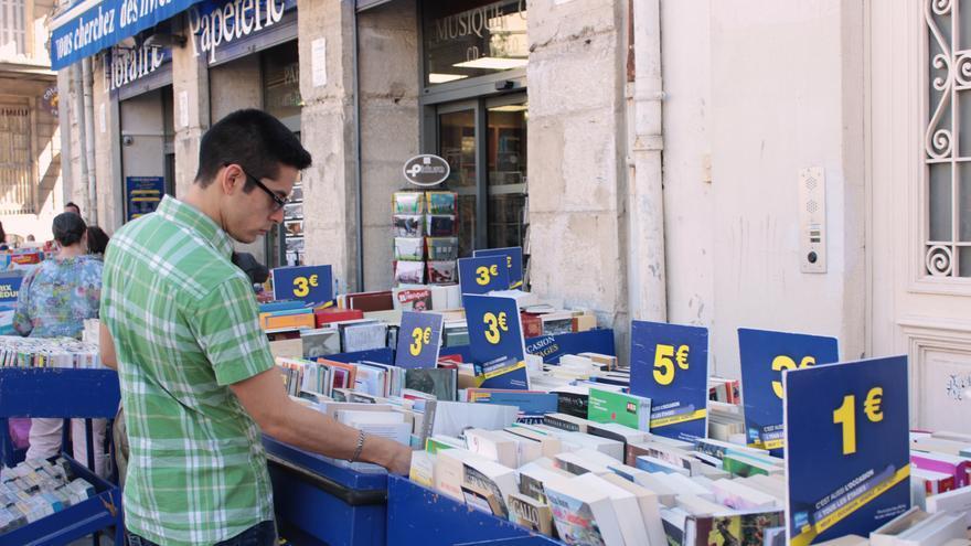 Puestos callejeros de la librería Gilbert Joseph. Foto por Irene Ortega.