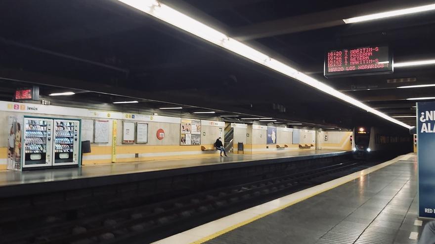 Estación del metro de València prácticamente vacía
