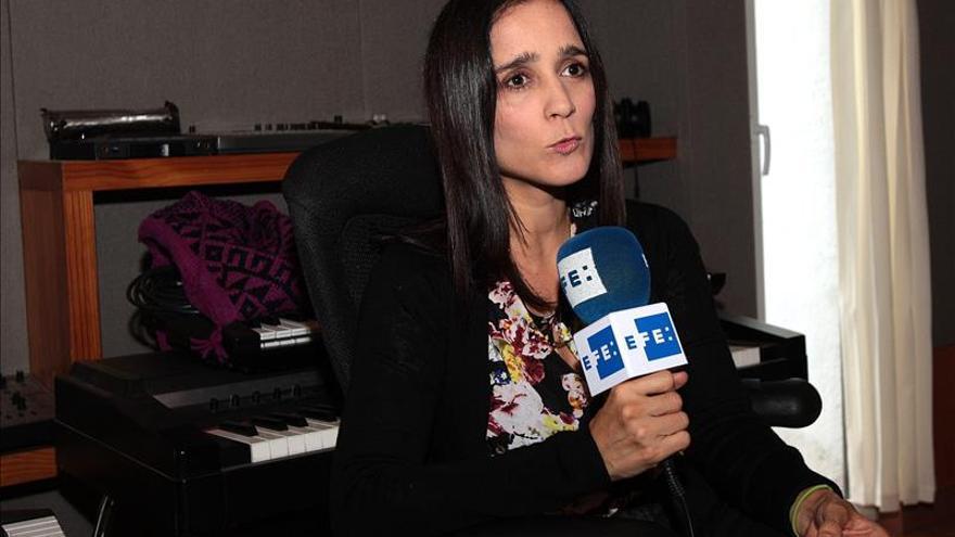 Julieta Venegas dice que un niño sin educación es un niño sin futuro
