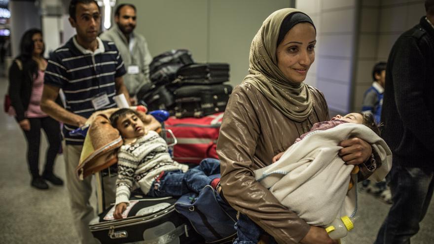 Foto: Fatem, Khalil, Mohamad y Ahmad llegan al aeropuerto de Roma donde comienzan los primeros trámites de solicitud de asilo. Autor: Pablo Tosco